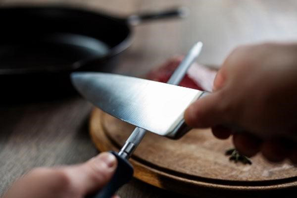 10 Avoidable Knife Handling Mistakes | Dorsey Schools of Michigan